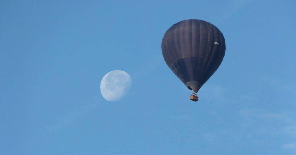 A que altura puede subir un globo