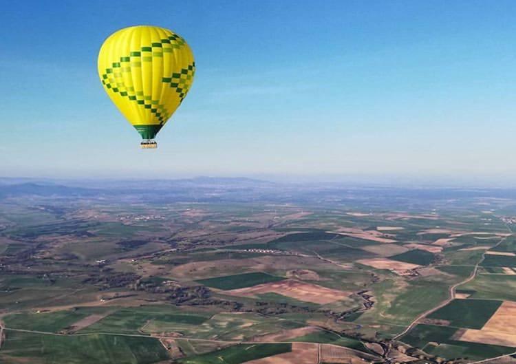 A qué altura puede subir un globo