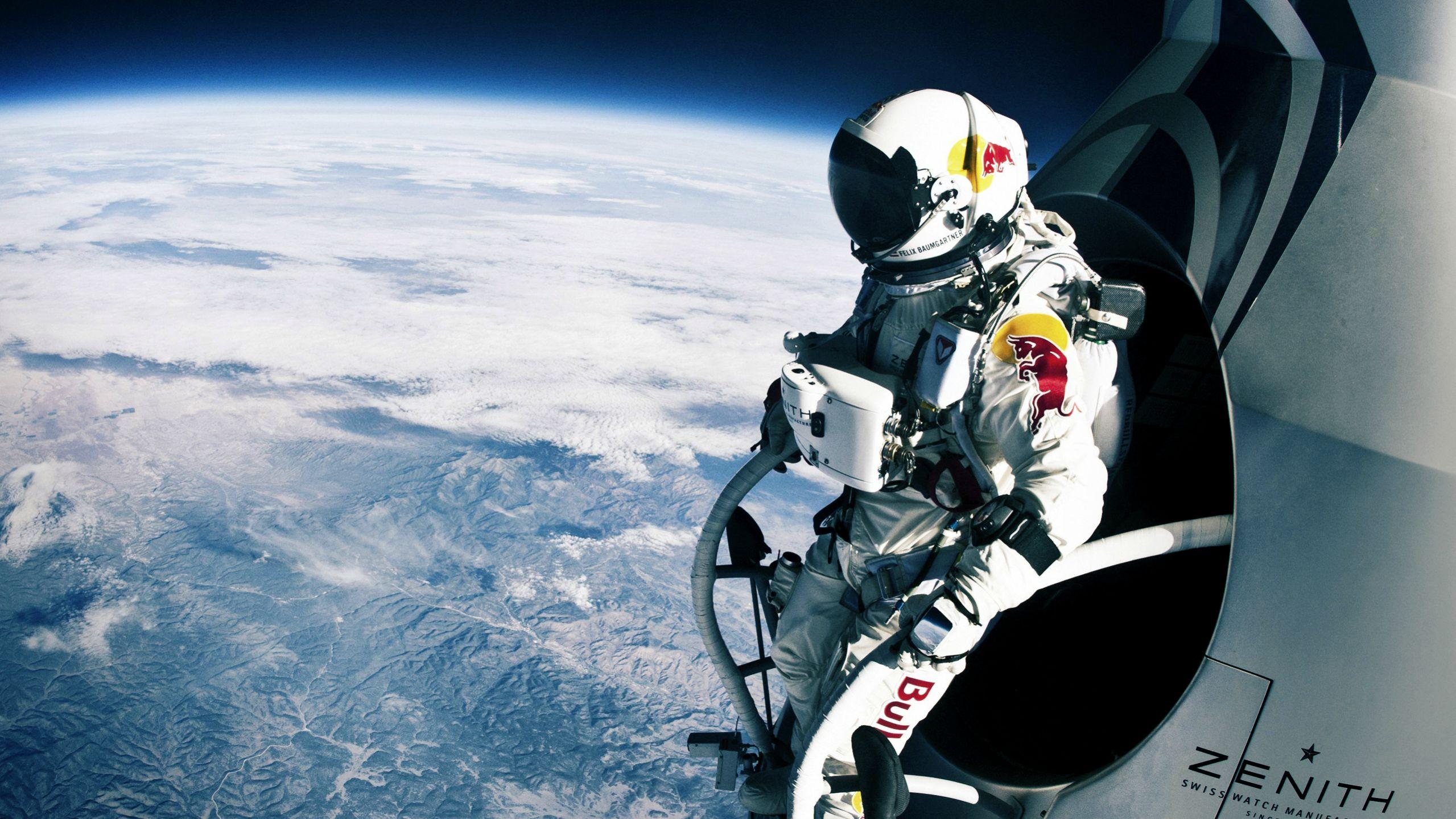Felix Baumgartner a punto de saltar en su famoso desafío.