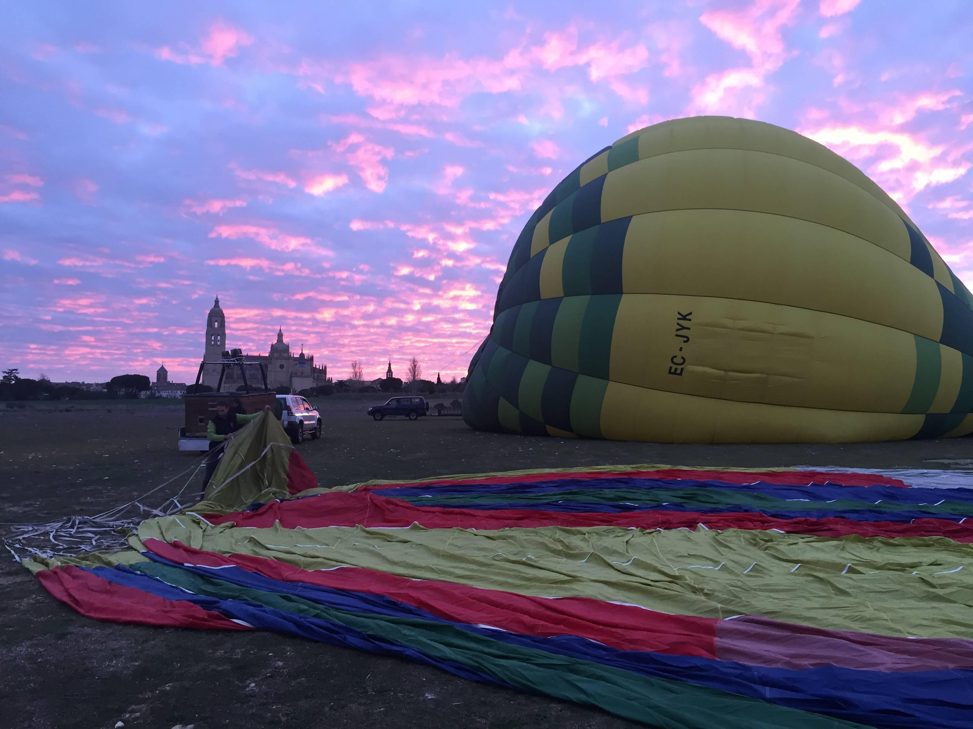 Los vuelos en globo se realizan siempre a primera hora de la mañana.