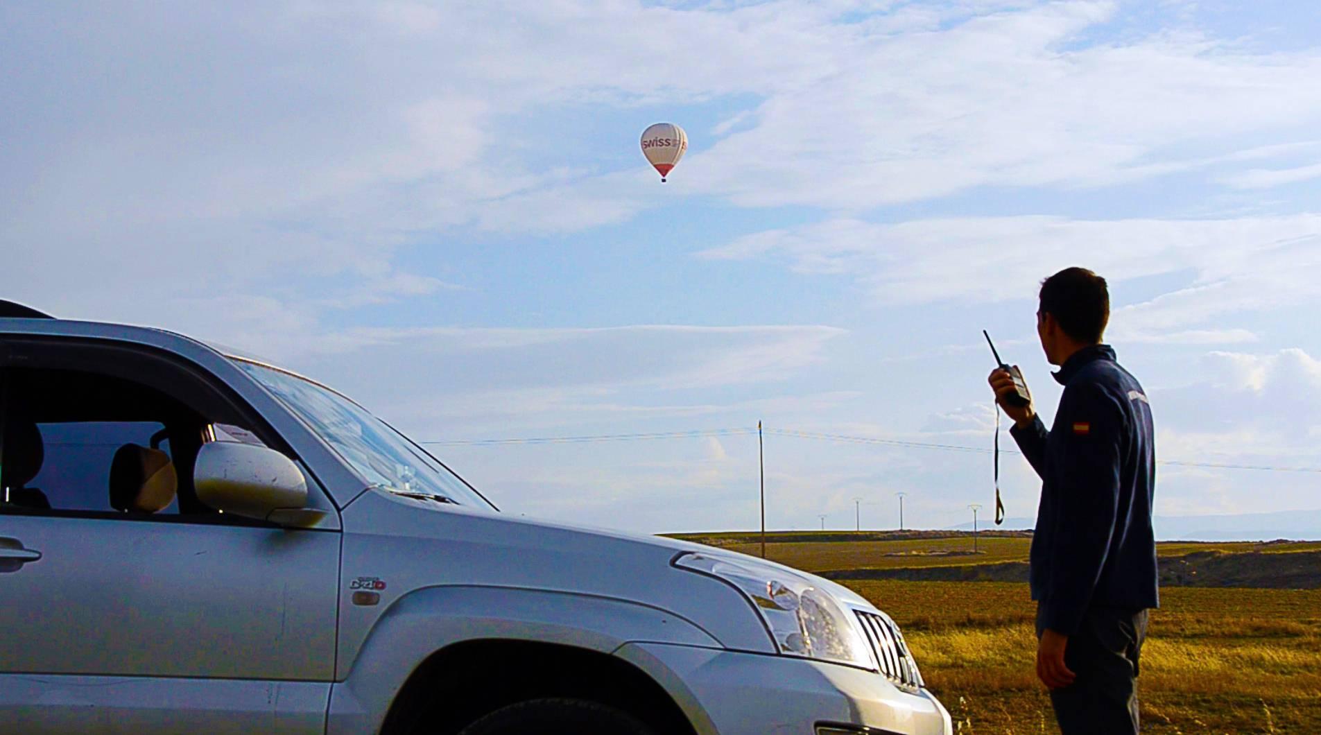 El equipo de tierra nos va siguiendo durante el vuelo. Podemos dejar todo nuestro equipaje en el coche.