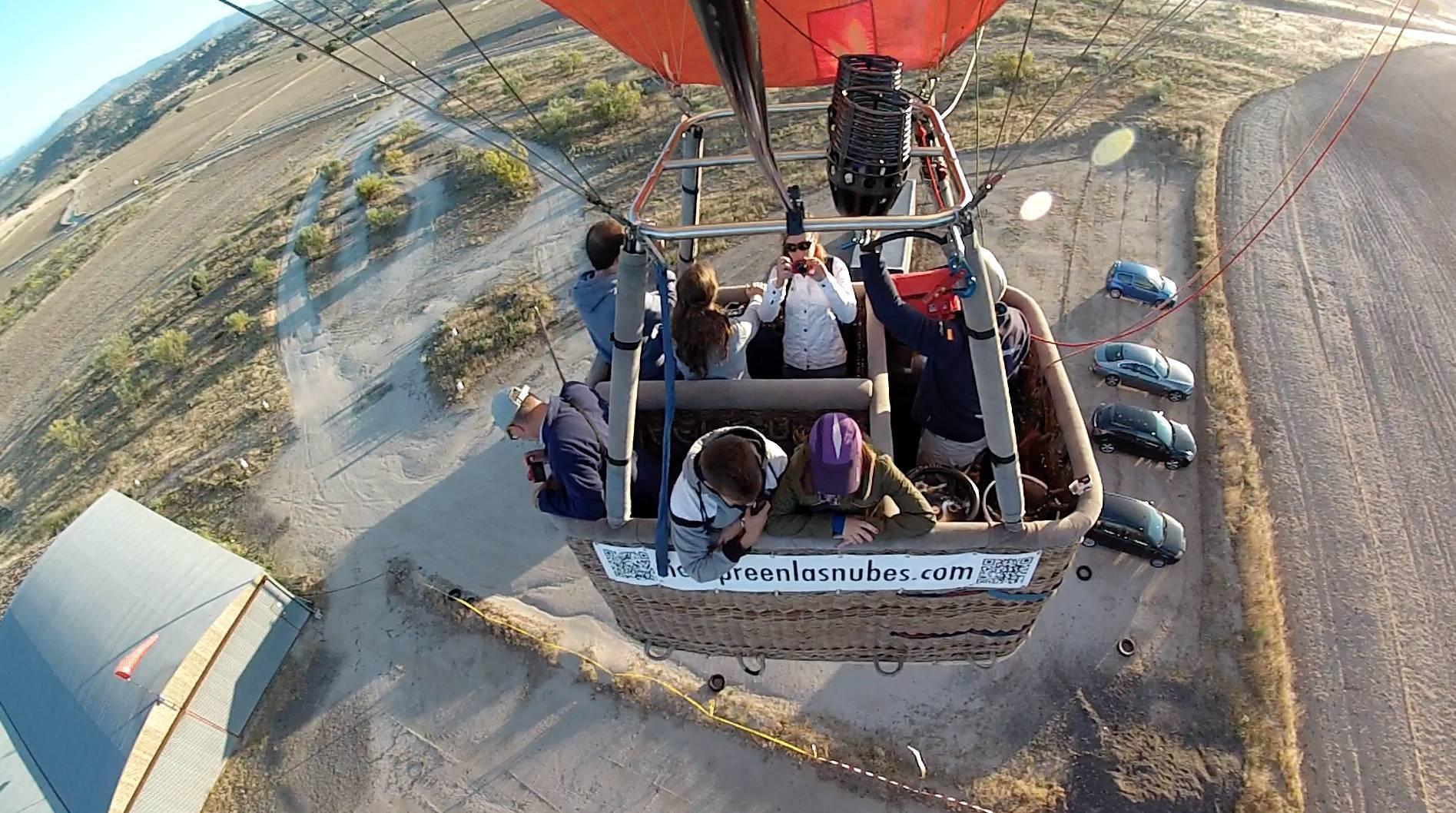 Dependiendo del globo tiene 2 o más compartimentos pero los pasajeros siempre disponen de su espacio asignado.