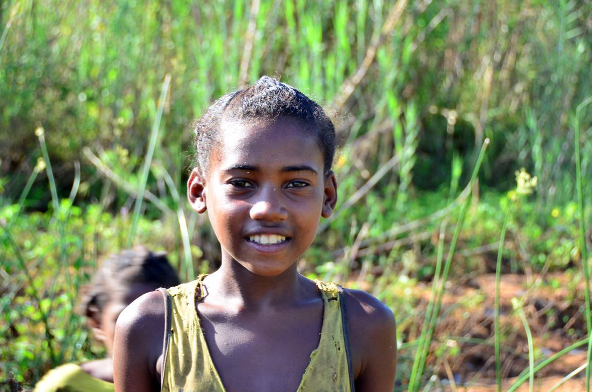 Los niños malgaches disfrutan del espectáculo y nos regalan sus sonrisas.