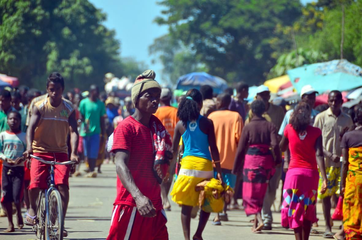 El caos reina en las carreteras y aldeas malgaches donde siempre pareece que es día de mercado.