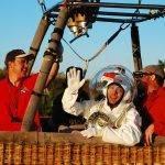 Vestirse para volar en globo