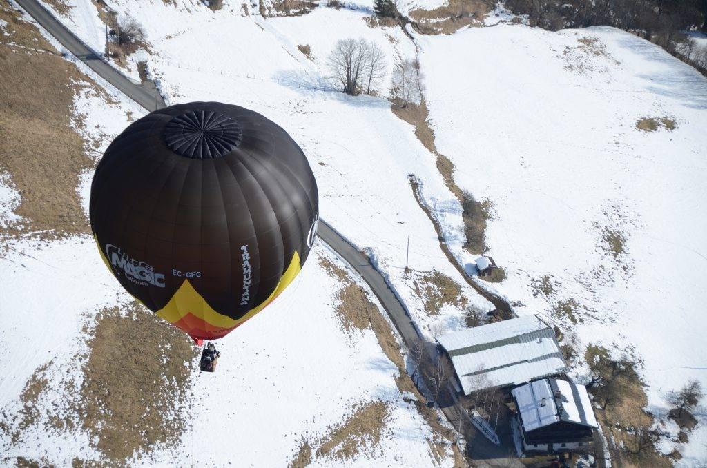 Winter balloon flight