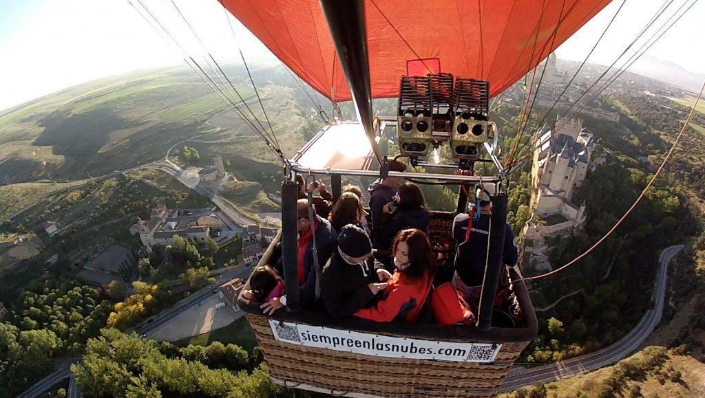 ¿Se puede volar en globo sobre ciudades?