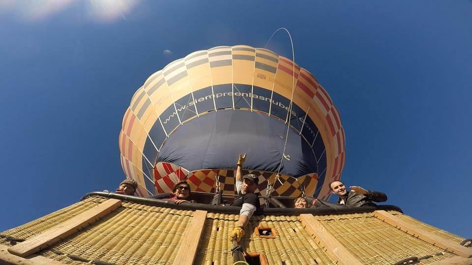 ¿Qué altura tiene un globo aerostático?