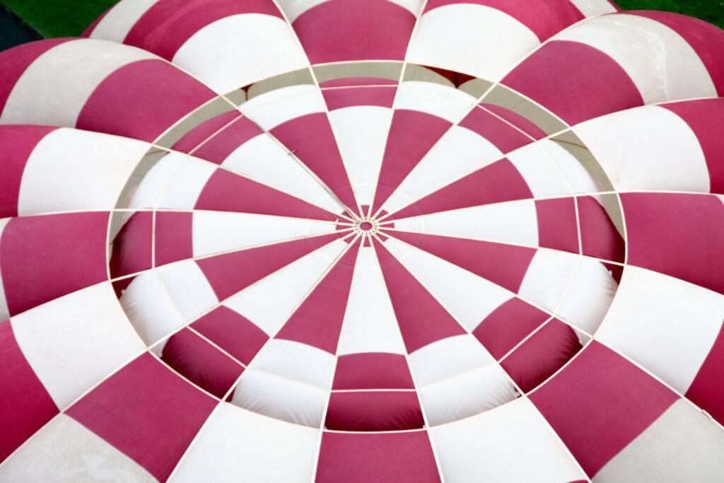 ¿Cómo aterriza un globo aerostático?